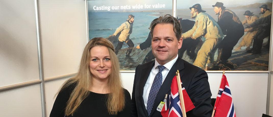 Caroline Chojnowski von der PR-Finanzagentur Public Imaging zusammen mit Caspar Meussen, Leiter des internationalen Geschäfts bei Skagen Funds.