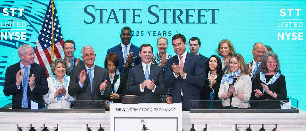 Die State-Street-Führungsriege feiert in der New York Stock Exchange (NYSE) das 25-jährige Jubiläum des ersten börsengelisten ETF.