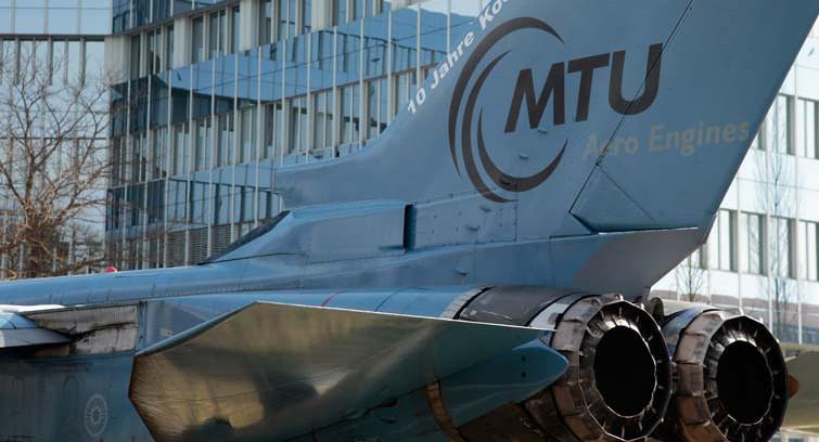 Logo von MTU Aero Engines auf einem Flugzeug der Bundeswehr: Das Unternehmen, das Triebwerke herstellt und wartet, kommt auf ein AA-Rating.