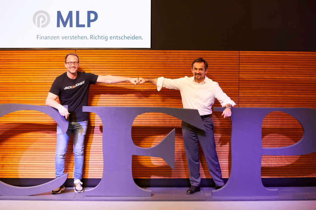 Alexander Leipold (li.), hier mit MLP-Mitarbeiter Mirko Laumann, ist ehemaliger Welt- und Europameister sowie Olympia-Gewinner im Ringkampf. Der heutige Coach und Ringer-Trainer sprach bei MLP über das Thema Erfolg und Rückschläge.