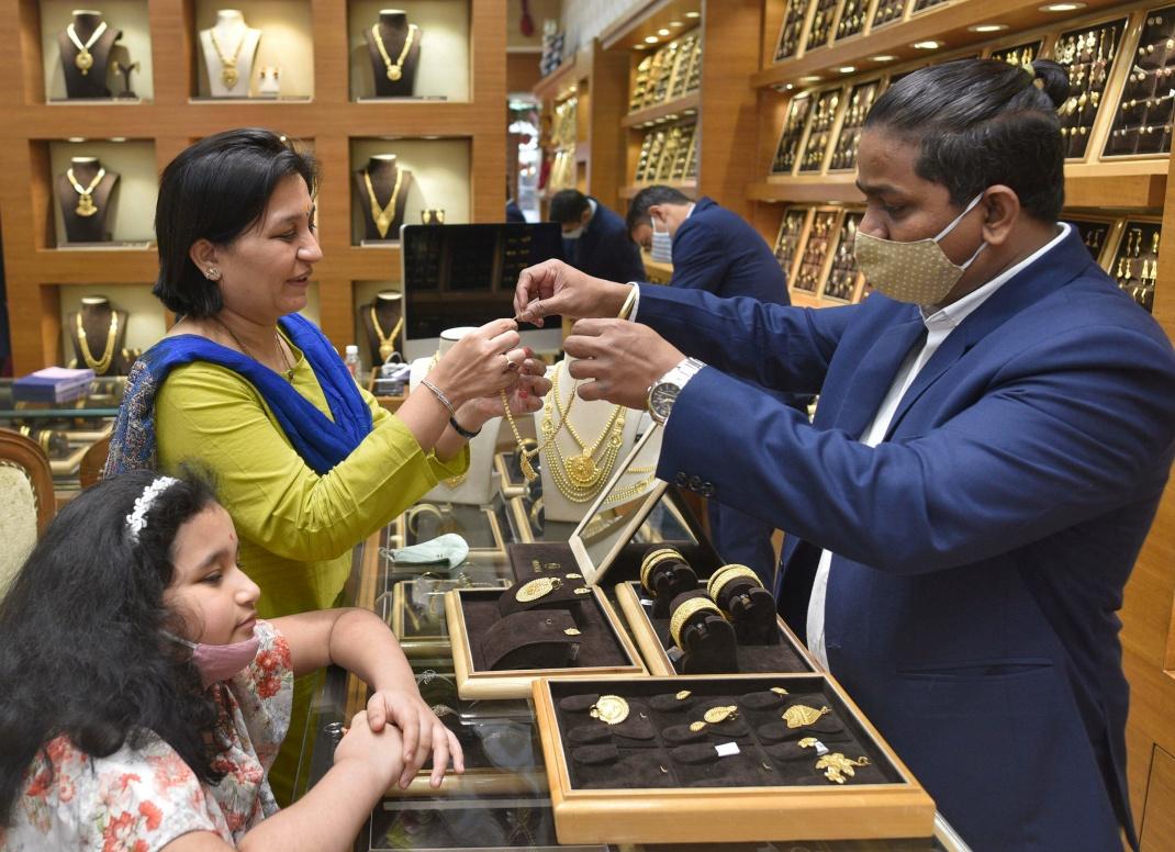 Goldverkauf in Mumbai: Auch die Zentralbank des Landes hat in der Metropole ihren Sitz.