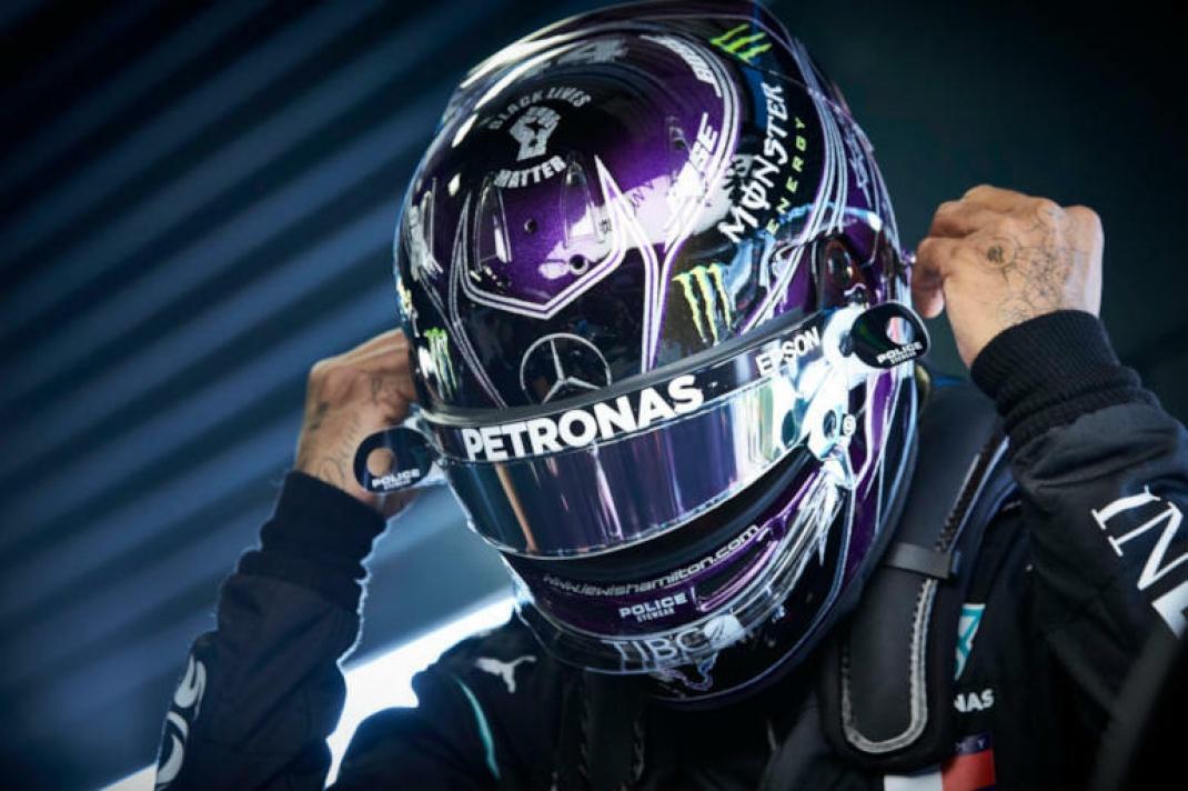 Formel-1-Fahrer Lewis Hamilton (hier mit Arbeitskleidung) ist seit 2013 für die Daimler-Tochter Mercedes am Start.