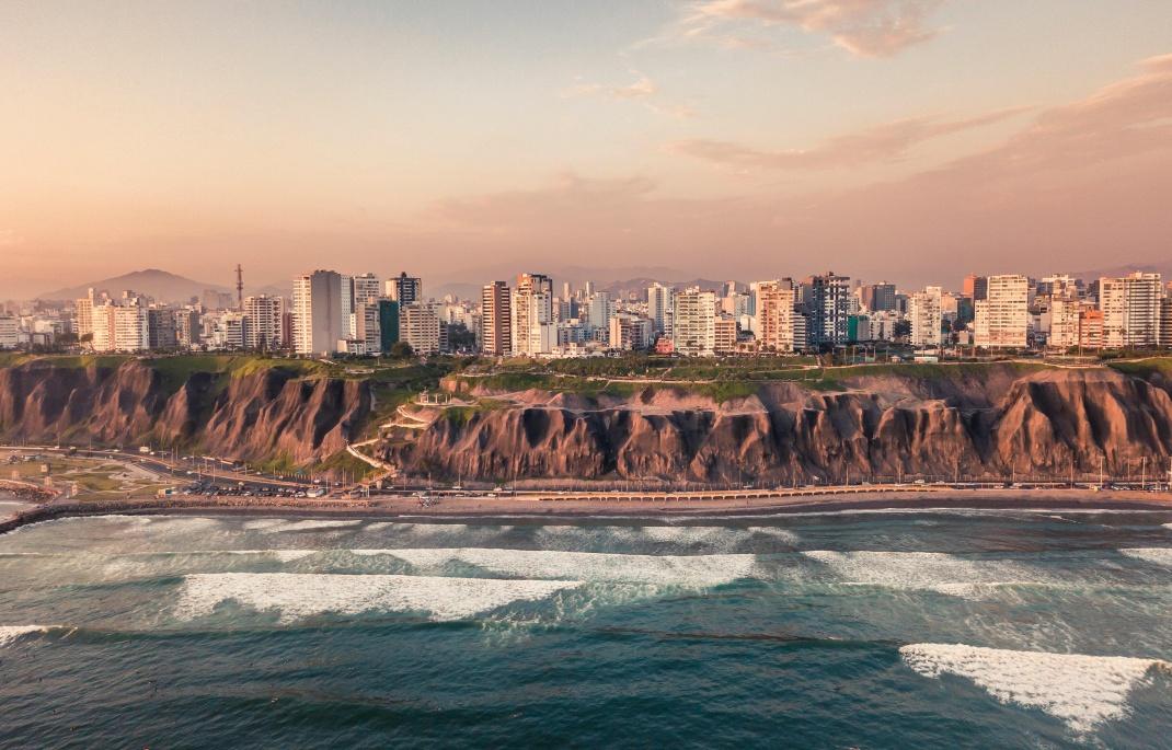 Küstenabschnitt im Stadtteil Miraflores von Lima