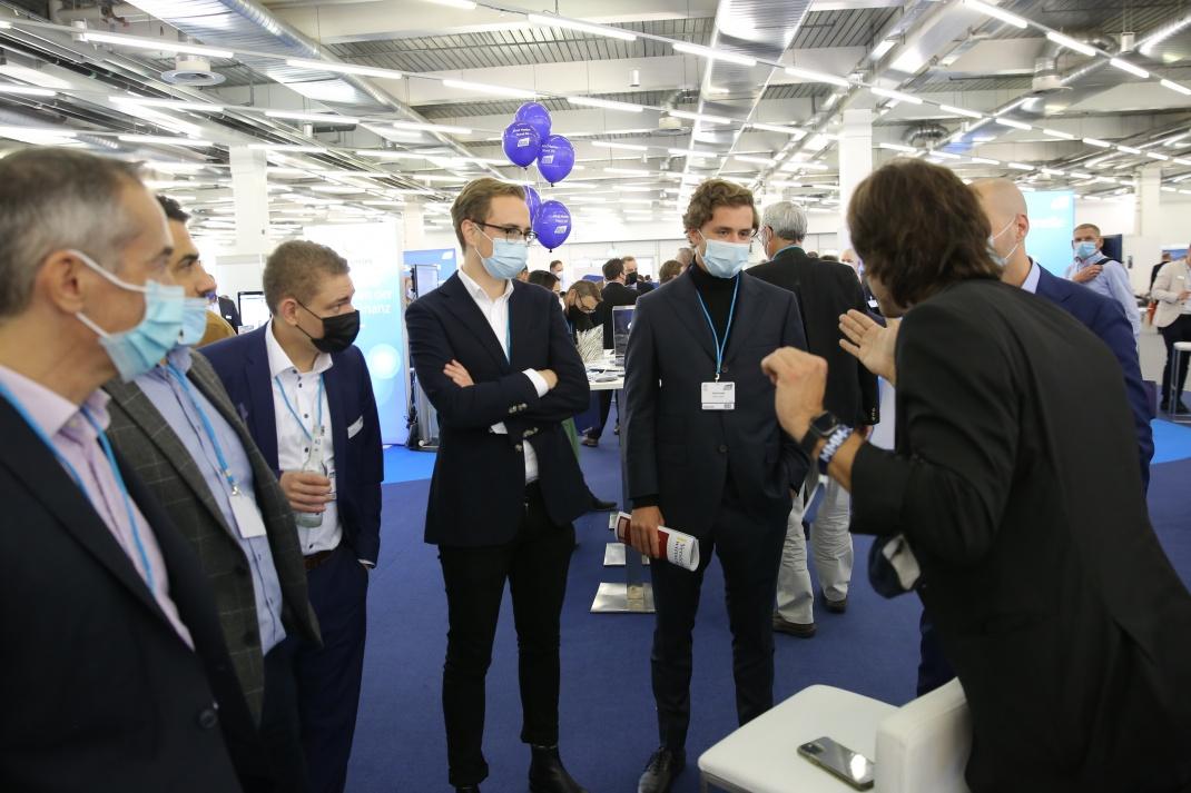 Messebetrieb: Im MOC München konnten sich die Besucher in diesem Jahr wieder live über Trends und Produkte aus den Bereichen Versicherungen und Finanzen informieren.