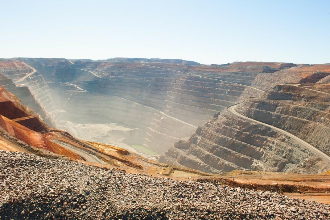 Goldmine aus der Luft fotografiert: Kirkland Lake Gold ist in Australien und Kanada tätig.