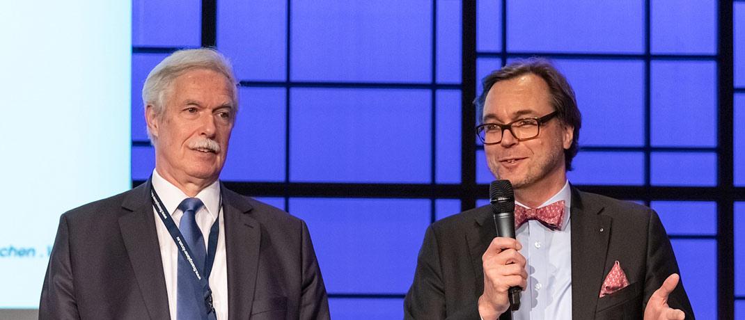 Die Veranstalter Professor Otto Lucius (li.) und Guido Küsters eröffneten das Finanzplaner Forum Rhein-Ruhr, das in diesem Jahr bereits sein fünfjähriges Jubiläum feiert.