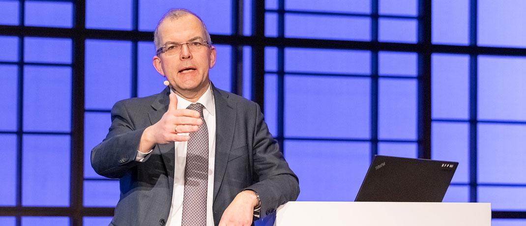Eines der zentralen Tagungsthemen waren nachhaltige Investments, welche die EU als Branchenstandard verankern möchte. Hansjörg Naumer von AGI griff das Thema in seinem Vortrag auf.