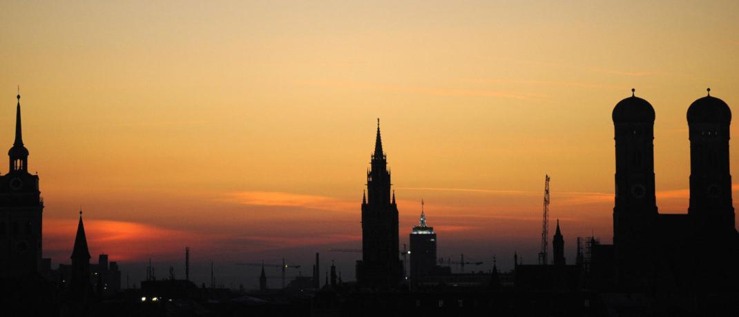 Münchner Skyline im Abendlicht