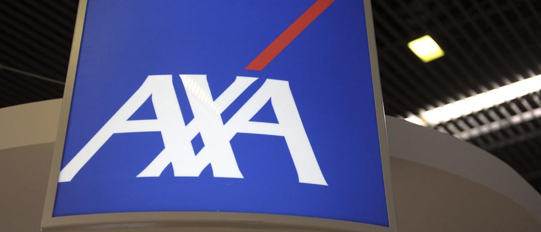 Axa-Logo am Stand des Unternehmens auf einer Pariser Firmenmesse.