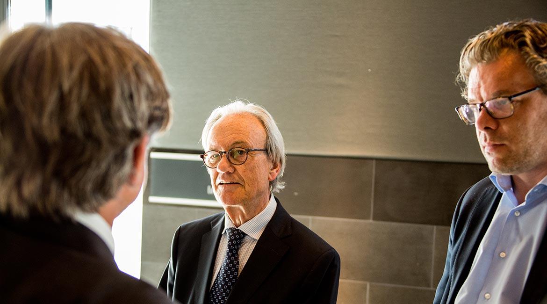Dieter Brandes (M.) im Gespräch mit Peter Ehlers (l.) und Malte Dreher (r.)