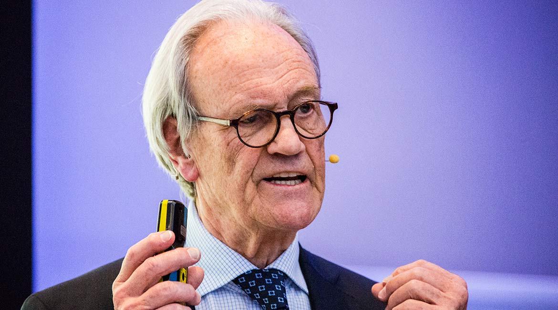 """Key-Note-Speaker Dieter Brandes, ehemaliger Geschäftsführer Aldi Nord, spricht zum Thema """"Private Banking – Kreativität über die Regulierung hinaus"""""""