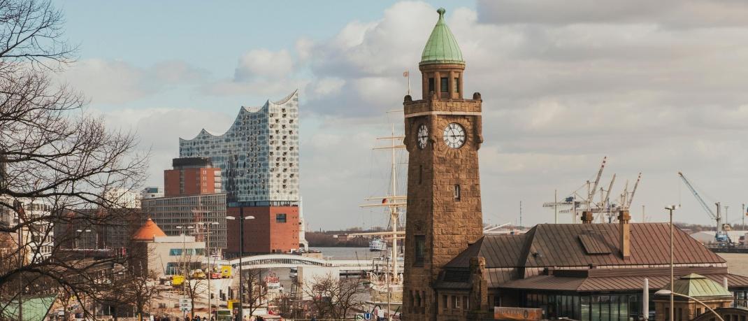 Blick auf die Landungsbrücken in St. Pauli, Hamburg