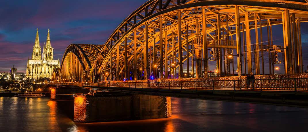 Unverwechselbarer Blick über den Rhein auf den Kölner Dom