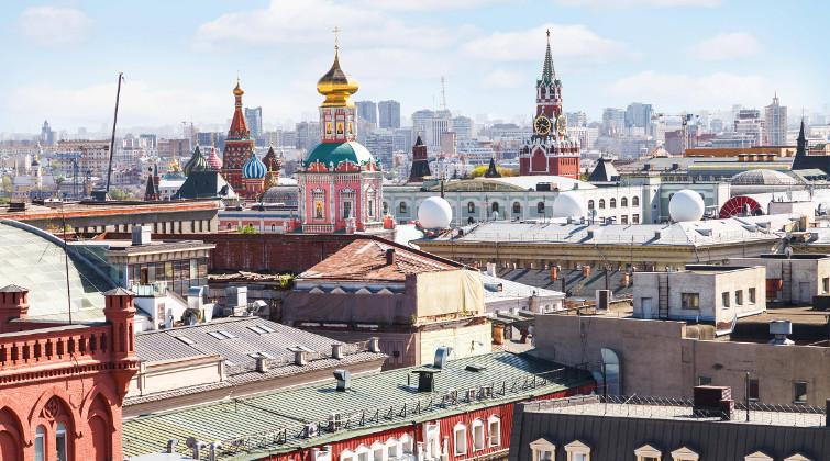 Blick über Moskaus Dächer mit Basilius-Kathedrale und Kreml: Russlands Hauptstadt liegt auf Platz 15 und damit knapp vor Frankfurt.