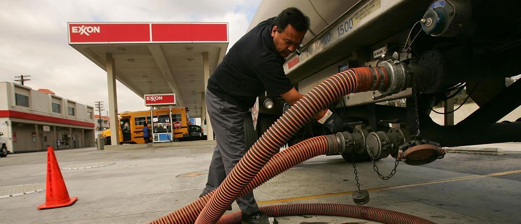 Exxon-Mobil-Tankstelle in Kalifornien: Der Mineralölkonzern ist im Jahr 1999 durch den Zusammenschluss von Exxon und Mobil Oil entstanden.
