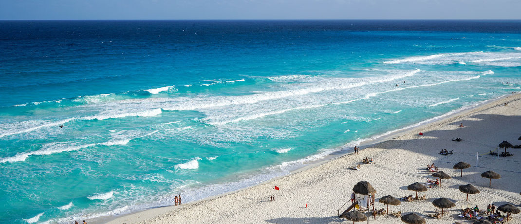 Strand von Cancún auf der Halbinsel Yucatán: Mexiko landet bei den stärksten Währungen des Jahres auf Platz 9.