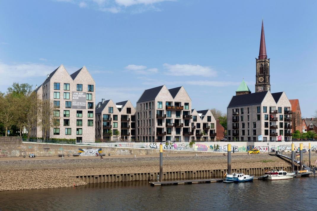 Neubauquartier an der Bremer Weserpromenade: Im Stadtstaat sinken die Mieten für neue Wohnungen leicht.