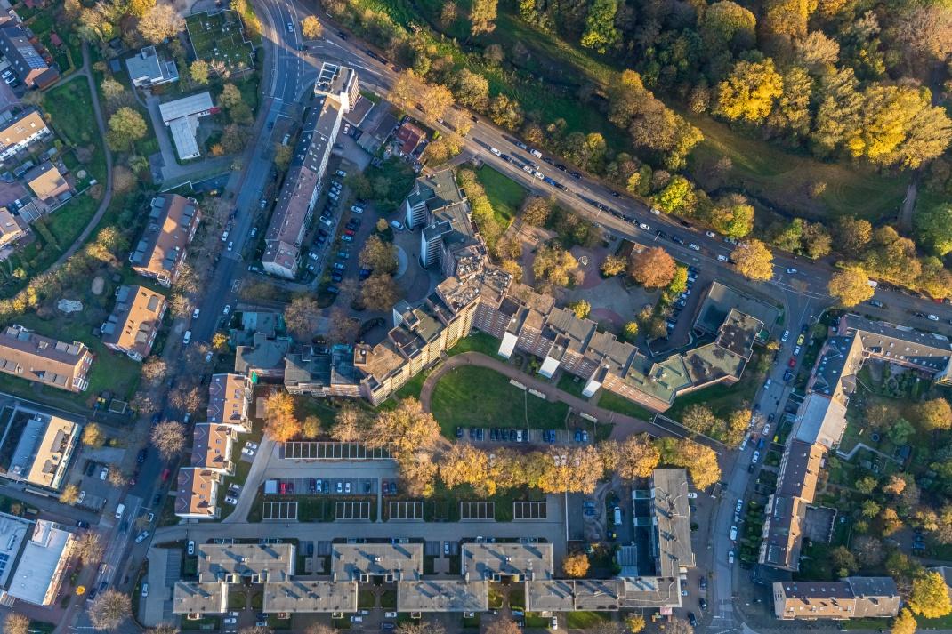 Luftbild von Duisburg: Im Vergleich zu anderen Großstädten sind Eigentumswohnungen günstig.