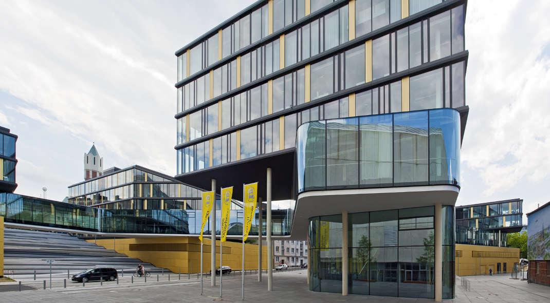Hauptverwaltung der Aachener-Münchener in Aachen: Die Versicherung rangiert mit 57,7 Prozent treuen Kunden auf Platz 8.