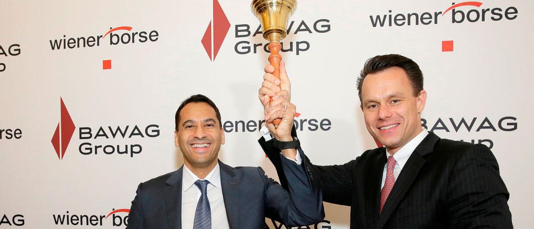 Zum Handelsstart läutet Bawag-Chef Anas Abuzaakouk (l.) gemeinsam mit dem Wiener Börsenchef Christoph Boschan die Börsenglocke