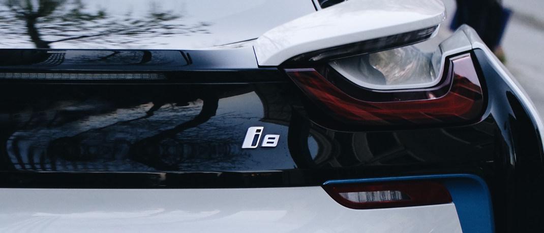Der BMW i8 ist ein Plug-in-Hybrid-Sportwagen.