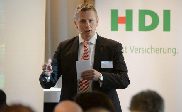 """HDI-Expertenforum: Fabian von Loebbecke, Vorstandsvorsitzender der Talanx Pensionsmanagement und verantwortlich für den Bereich bAV bei HDI, eröffnete das Forum mit einem Vortrag zum Thema """"Entgeltumwandlung lohnt sich"""""""