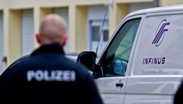 Razzia beim Dresdner Finanzdienstleister Infinus am 5. November 2013 (Foto: Robert Michael)