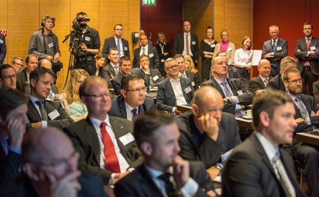Die Teilnehmer des private banking kongress 2014 während eines Expertenvortrags (Fotos: Christian Scholtysik, Patrick Hipp)