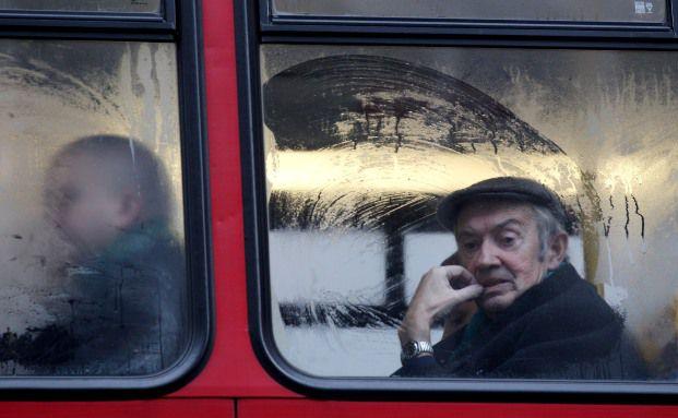 Renter in einem Doppeldecker-Bus: Die Briten<br>reformieren ihr Rentensystem. Foto: Getty Images