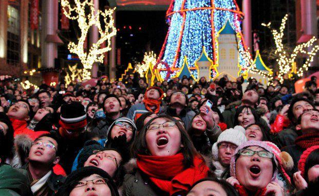 Besucher einer Silvester-Veranstaltung in Peking warten auf <br> den Jahreswechsel: Auch 2012 wird der Boom in den <br> Schwellenländern weitergehen, Foto: Getty Images