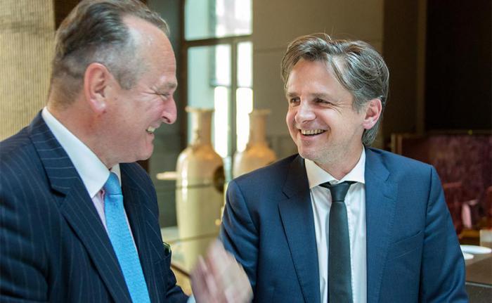 Dr. Karl Pilny (l.) mit Peter Ehlers Herausgeber des private banking magazins. Foto: Christian Scholtysik / Patrick Hipp