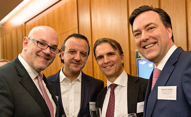 Von links nach rechts: Thorben Pollitaras, Raiffeisen Capital Management; Panagiotis Patzartzis, LBBW; Werner Kolitsch, M&G und Martin Kühle, Schroders. Fotos: Uwe Noelke
