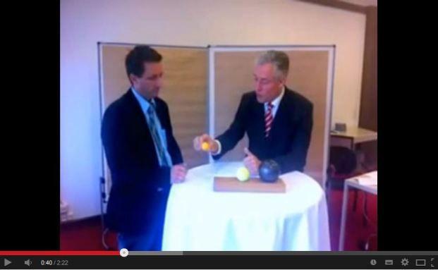 Karl Werner Schmitz verrät im Video seine Verkaufstricks. (Quelle: Youtube)