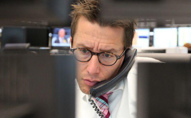 Frankfurter Aktienhändler am 8. August 2011 nach einer wirklich <br> miesen Woche. Zuvor war der deutsche Leitindex Dax in <br> wenigen Tagen um mehr als 1.000 Punkte eingebrochen <br> Quelle: Getty Images