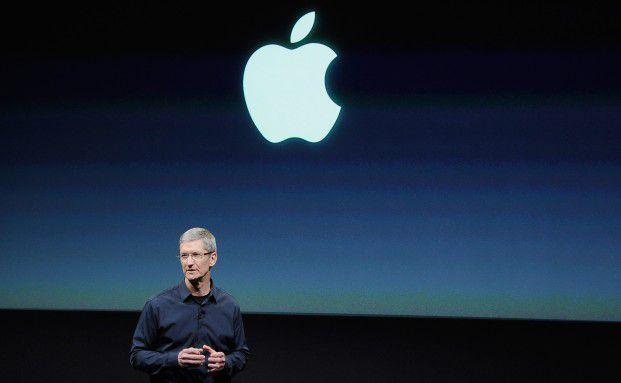 Der neue Apple-Chef Tim Cook bei der Einf&uuml;hrung des <br> iPhone 4s: Apple geht es gut, der Aktie auch. Verm&ouml;gens- <br> verwalter machten jetzt Cash, Quelle: Getty Images