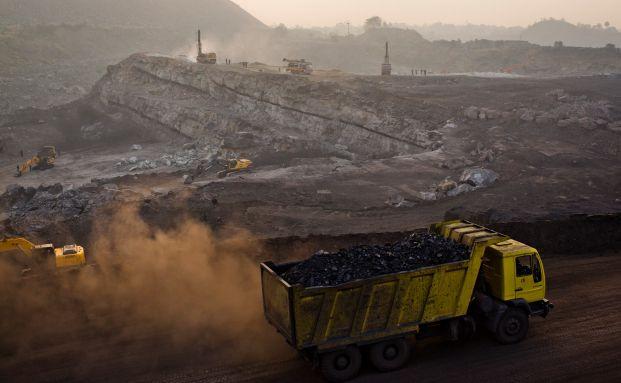Steinkohle-Bergbau in Jakarta, Indien. Ginge es nach der Weltbank müsste die Branche bald ohne Subventionen auskommen. Foto: Getty Images