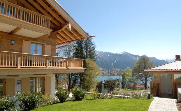 Häuschen am Tegernsee: Hier sind Ferienimmobilien in den guten und sehr guten Lagen begrenzt. (Foto: Engel & Völkers)
