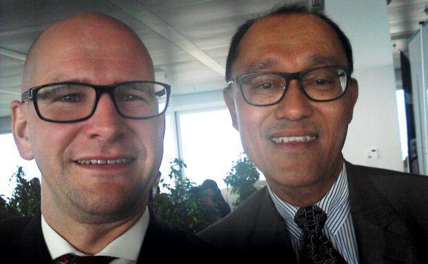 Selfie: DAS-INVESTMENT-Redakteur Andreas Harms (links) sprach auf dem private banking kongress 2014 in Hamburg mit ING-Fonds-Manager Roy Scheepe