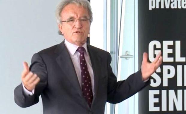 """Prof. Dr. Horst Teltschik, langjähriger Leiter der Münchner Sicherheitskonferenz, bei seinem Vortrag auf dem private banking kongress 2014 in Hamburg: """"Die Welt im Wandel – Was können politische Verhandlungen noch leisten?"""""""