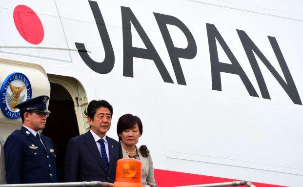 Japans Premierminister Shinzo Abe und seine Frau Akie Abe bei einem Besuch in Mexiko City im Juli 2014 / Foto: RONALDO SCHEMIDT/AFP/Getty Images