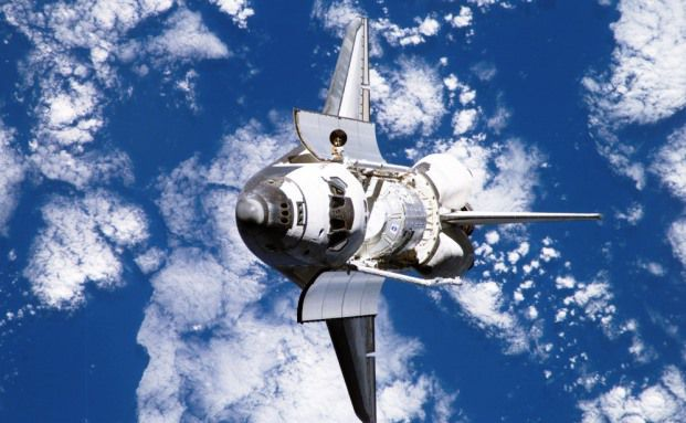 Das Space-Shuttle Discovery auf dem Weg zur internationalen Raumstation / Foto: NASA via Getty Images