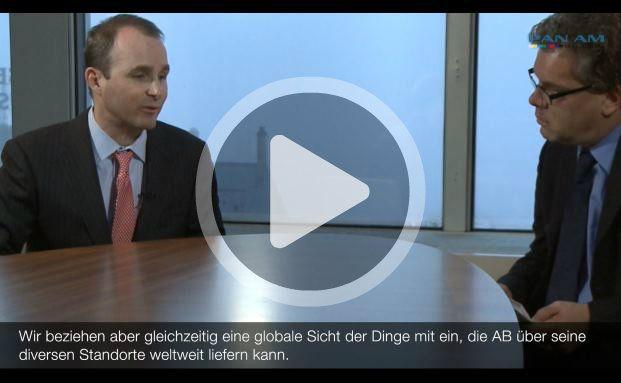Schaut bei Nebenwerten genau hin: AB-Manager James MacGregor (l.) im Gespräch mit DAS-INVESTMENT-Chefredakteur Malte Dreher