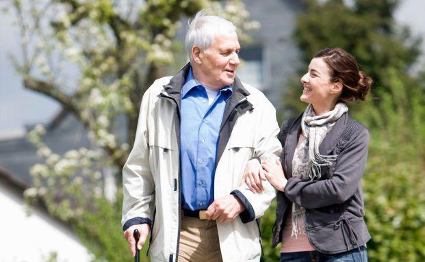 Pflegeversicherung: Die Beratung bedarf einigen Fingerspitzengefühls (Foto: Axa)