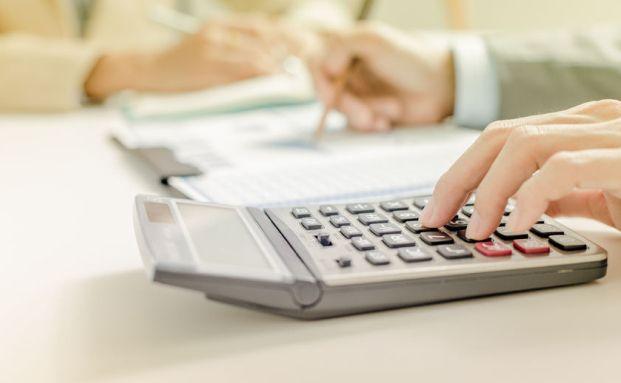 Kunden sollten Nachrechnen, ob sich der Lebensversicherungsvertrag lohnt. Foto: Panthermedia