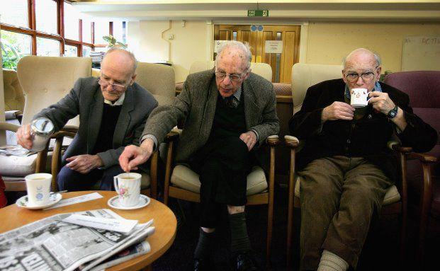Senioren beim Kaffee: Focus Money hat ausgerechnet, wie viel Rente es bei welchem Bruttoeinkommen gibt. Foto: Getty Images