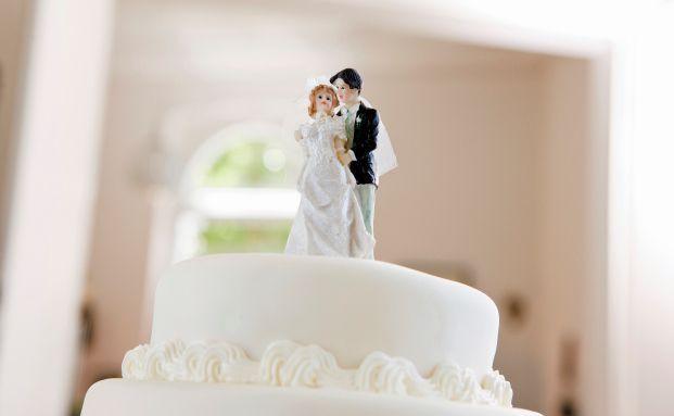 Bei Hochzeit, Nachwuchs, Umzug oder Gehaltserhöhung lohnt es sich, einen prüfenden Blick in seinen Versicherungsordner zu werfen. Foto: Axa