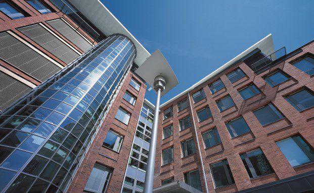 Das Bürogebäude Solna Port in der schwedischen Hauptstadt Stockholm. Der Anlagedruck bei Immobilienfonds ist hoch. (Foto: Commerz Real. )