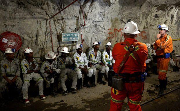 Bergmänner in einer Grube in der Nähe von Johannesburg: In Südafrika gibt es einen starken Bergbausektor, der entscheidend für den wirtschaftlichen Zustand des Landes ist. (Foto: Getty Images)