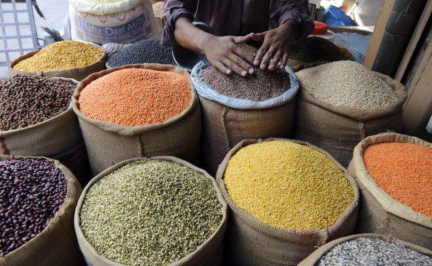 Pakistanischer Gewürzhändler. Multi Asset- und Absolute Return-Produkte setzen auf ein breites Spektrum von Anlageklassen und Strategien, die zur Erwirtschaftung einer langfristigen positiven Performance führen. (Foto: Getty Images)