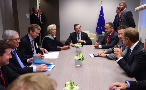 Der EZB-Präsident Mario Draghi mit Entscheidungsträgern der europäischen und internationalen Finanzpolitik. Bild: Getty Images